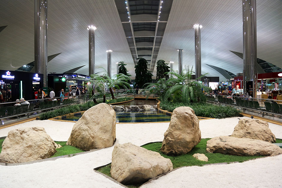Stainless-steel-column-DXB-international-airport.jpg